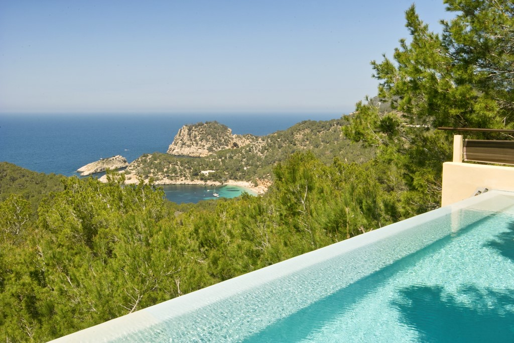 luxury villa in Ibiza with infinity pool villa de lujo en Ibiza con piscina infinita