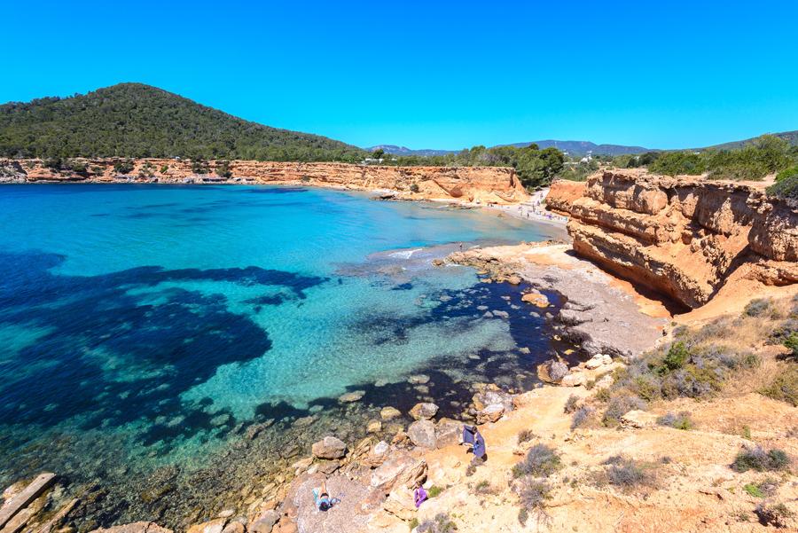 playas del sur de Ibiza cercanas a tu villa de lujo
