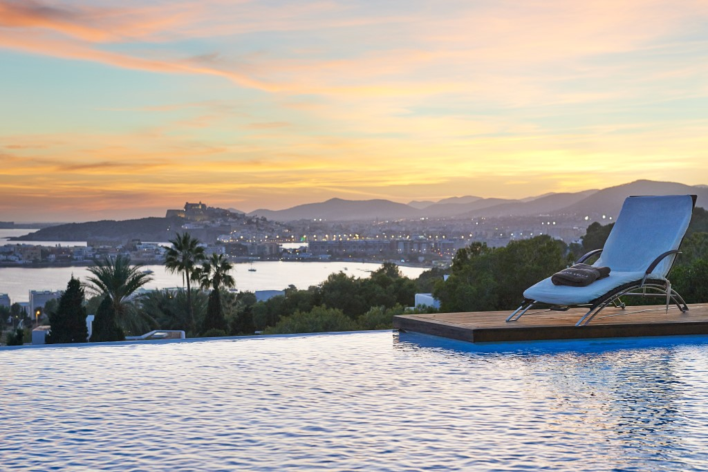 luxury villa in Ibiza with infinity pool