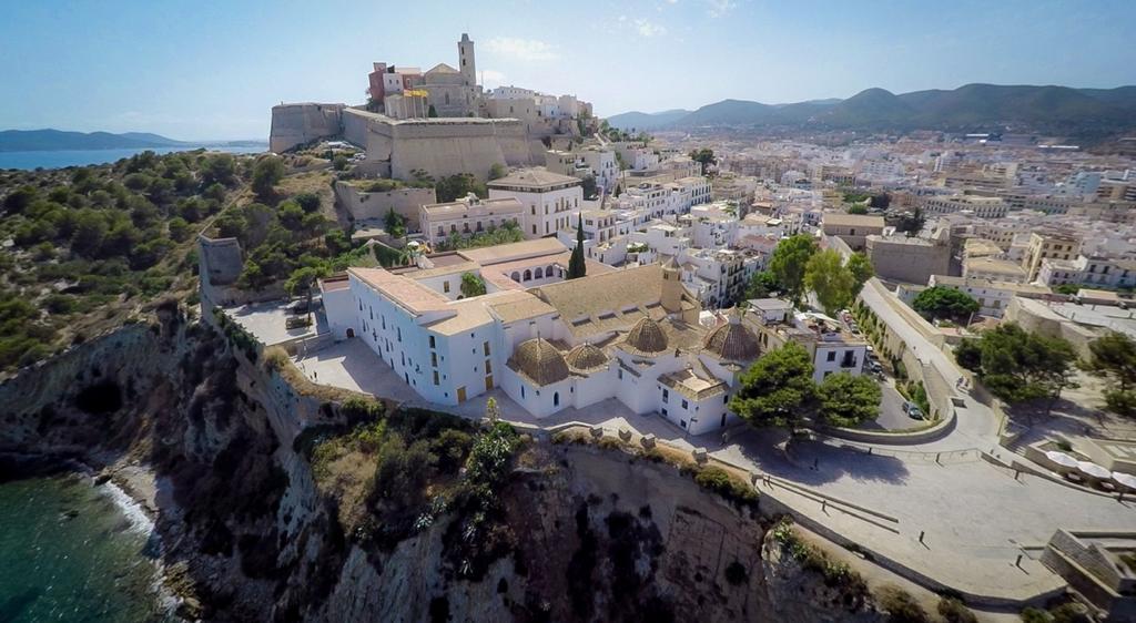 quattordici curiosità Ibiza Villa, Quattordici curiosità di IBIZA